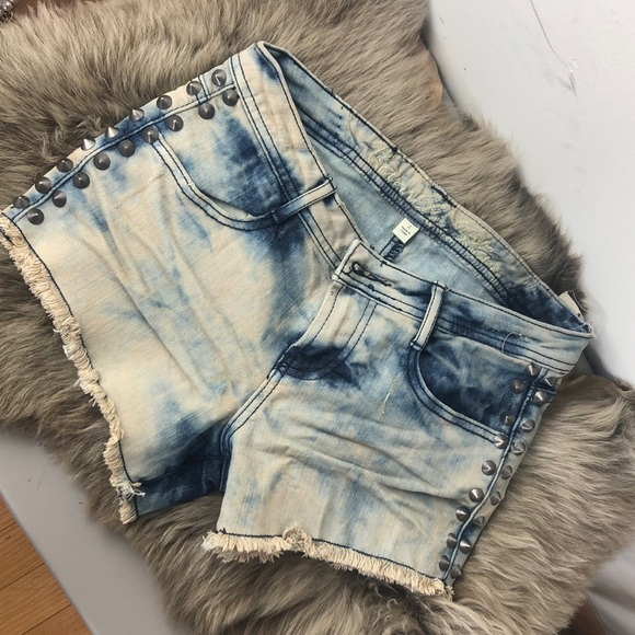 Vanilla Star Pants - Woman's size 3 denim studded cut off jean shorts